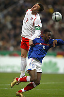 Fotball<br /> Privatlandskamp<br /> Frankrike v Polen<br /> 17. november 2004<br /> Foto: Digitalsport<br /> NORWAY ONLY<br /> TOMASZ HAJTO (POL) / LOUIS SAHA (FRA)