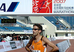 21-10-2007 ATLETIEK: ANA BEIJING MARATHON: BEIJING CHINA<br /> De Beijing Olympic Marathon Experience georganiseerd door NOC NSF en ATP is een groot succes geworden / Simon Vroemen was de beste Nederlander met een tijd van 2.23<br /> ©2007-WWW.FOTOHOOGENDOORN.NL