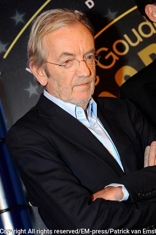 AVRO Radiogala 2011 in het Stadhuis van Hilversum.<br /> <br /> Op de foto:  Lex Harding heeft de AVRO Gouden RadioRing Oeuvre Award 2011 gewonnen.