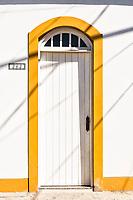 Porta de casa colonial no centro histórico de São Francisco do Sul. São Francisco do Sul, Santa Catarina, Brasil. / Door of a colonial architecture house in the historic center of Sao Francisco do Sul. Sao Francisco do Sul, Santa Catarina, Brazil.
