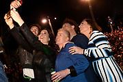 Finale van AVRO-TROS-programma Wie Is De Mol? in VondelCS/Vondelpark, Amsterdam.<br /> <br /> Op de foto:  Selfie met Remy van Kesteren, Ellie Lust, Marjolein Keuning, Cécile Narinx, Rop Verheijen
