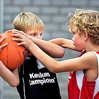 ROOKIE SERIE.<br /> Nederland, Nieuwerkerk a/d IJssel, 17-10-2015.<br /> Basketbal, De Waterdragers U10 - BV Leiderdorp U10, Nieuwerkerk a/d IJssel.<br /> Foto : Klaas Jan van der Weij