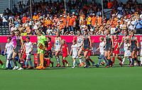 ANTWERPEN -  Opkomst van de teams voor de   finale  dames  Nederland-Duitsland  (2-0) bij het Europees kampioenschap hockey.   COPYRIGHT  KOEN SUYK