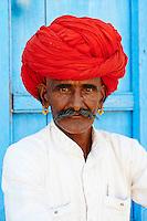 Inde, Rajasthan, village de Meda dans les environs de Jodhpur, population Rabari, Misraram Devasi, 57 ans  // India, Rajasthan, Meda village around Jodhpur, Rabari ethnic group, Misraram Devasi, 57 old