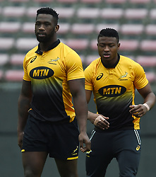 Cape Town-180622 Springbok players Siya Kolisi and Aphiwe Dyantyi having a practice during the captain's run at Newlands.The team will be facing England in their last test game at Newlines stadium.Photographer:Phando Jikelo/African News Agency/ANA