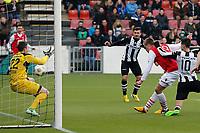 ALMELO - 31-03-2013 - voetbal Eredivisie, Heracles - Almelo - AZ, Polman Stadion, AZ speler Markus Henriksen (2vr) scoort de 0-1 achter Heracles Almelo keeper Remko Pasveer (l).
