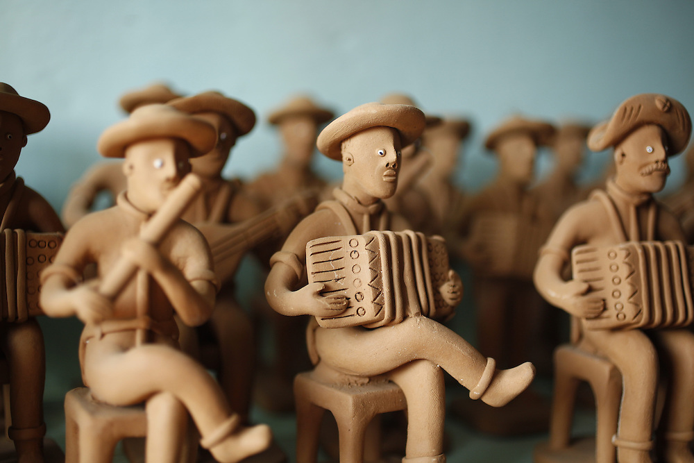 Caruaru_PE, Brasil.<br /> <br /> Artesanato em barro tipico da regiao e Caruru, Pernambuco.<br /> <br /> Crafts in clay typical of the Caruru region, Pernambuco.<br /> <br /> Foto: LEO DRUMOND / NITRO