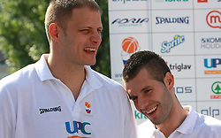 Raso Nesterovic and Sani Becirovic at press conference and after time with fans of Slovenian basketball National Team before departure to Athens for Olympic qualifications, on July 12, 2008, at Presernov trg, in Ljubljana, Slovenia. (Photo by Vid Ponikvar / Sportal Images)