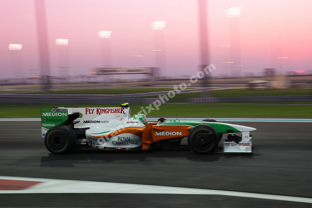 Timo Glock (Toyota) fast motion in the sunset in the 2009 Abu Dhabi Grand Prix at the Yas Marina Circuit. Photo: Grand Prix Photo;
