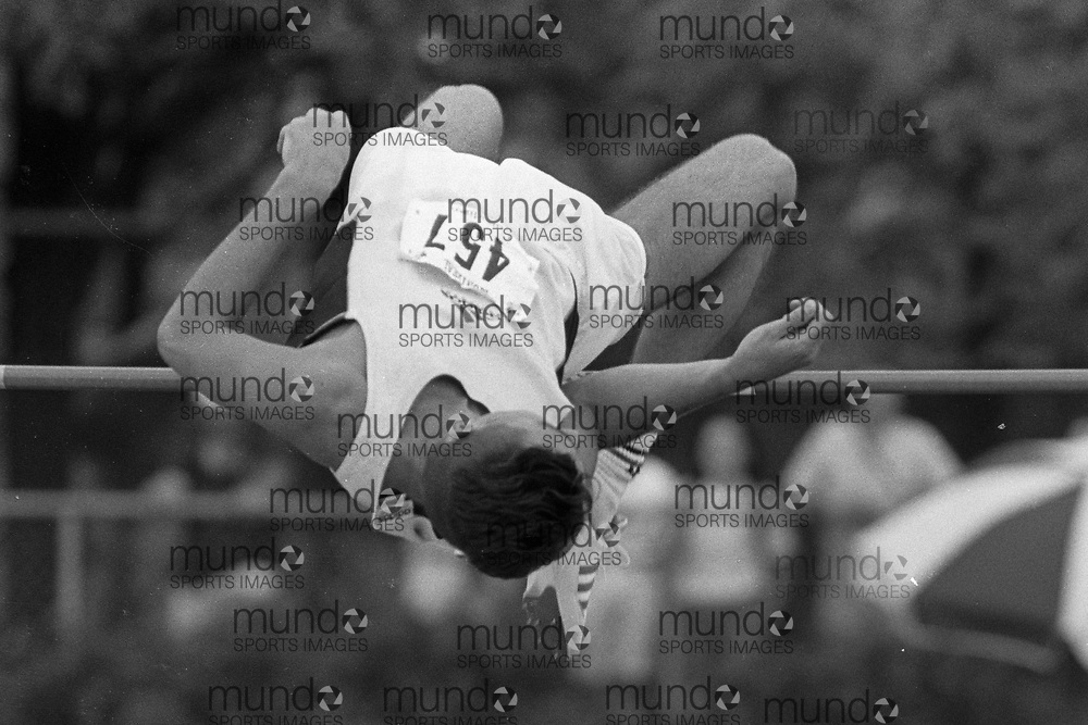 (Montreal, Canada --- 25 July 1991) Alex Zaliaskus in the high jump at the 1991 Canadian National Track and Field Championships held at the Complexe sportif Claude-Robillard in Montreal. Photo 1991 Copyright Sean Burges / Mundo Sport Images. ******This is an unprocessed scan from the negative. You can buy it as is and clean it up yourself, or contact us for rates on providing the service for you. *******