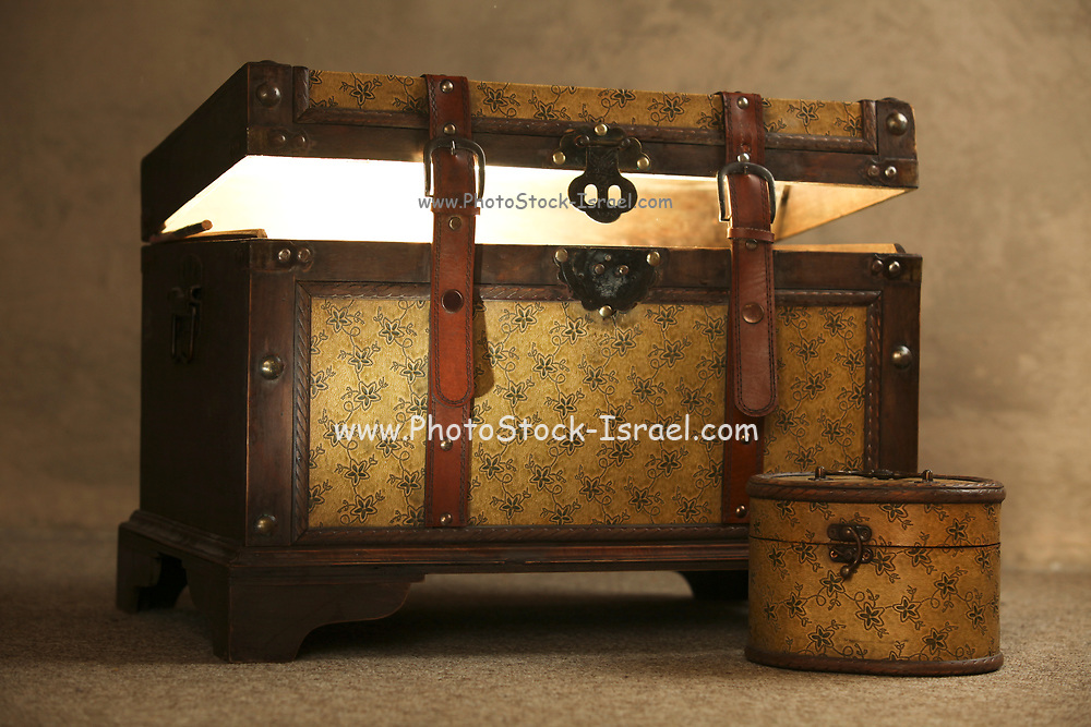 Light emitting out of an old style travelling trunk