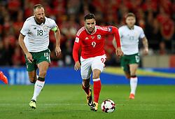 October 9, 2017 - Cardiff, Pays de Galles - Republic of IrelandÃ•s David Meyler in action with Wales' Hal Robson-Kanu (Credit Image: © Panoramic via ZUMA Press)