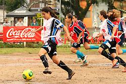 Lance da partida entre Escolinha Conveniada Futebol X Esporte Clube 2014, na praça Antônio Cândido de Menezes, zona norte de Porto Alegre/RS. Foto: Marcos Nagelstein / Agência Preview