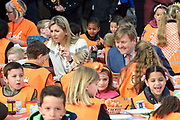 Koning Willem-Alexander en koningin Maxima bij basisschool De Vijfmaster tijdens de jaarlijkse Koningsspelen. //// King Willem-Alexander and Queen Maxima at elementary school De Fivemaster during the annual Royal Games.<br /> <br /> Op de foto / On the photo:  Koning Willem-Alexander en koningin Maxima bij het ontbijt / King William Alexander and Queen Maxima at breakfast
