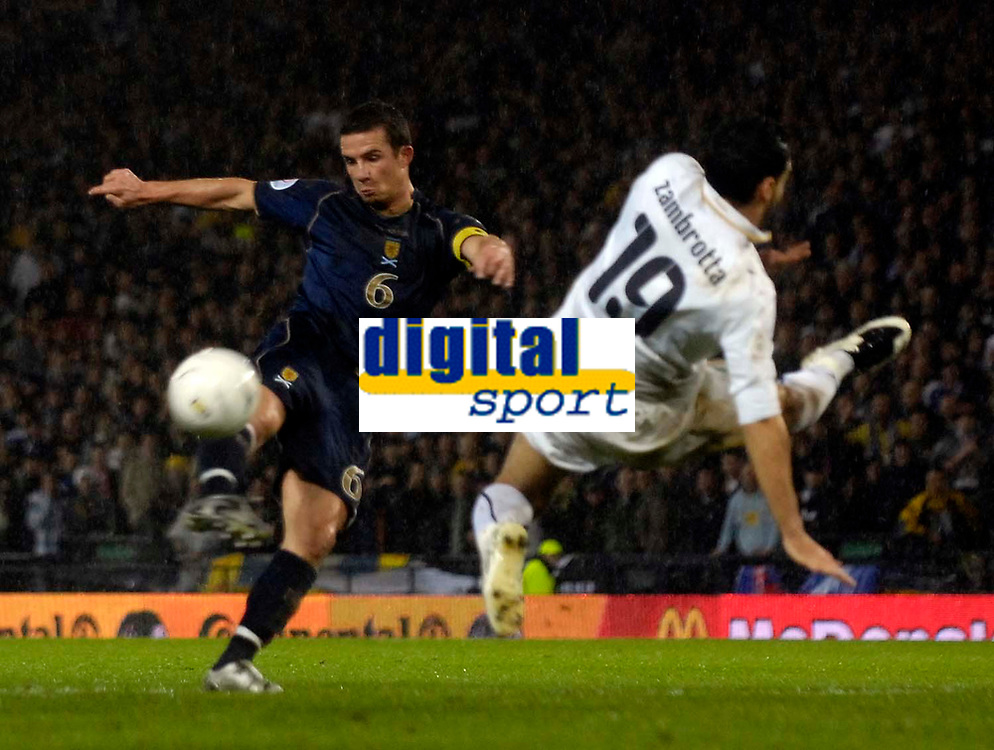 Photo: Jed Wee/Sportsbeat Images.<br /> Scotland v Italy. UEFA European Championships Qualifying. 17/11/2007.<br /> <br /> Scotland's Barry Ferguson (L) fires a shot past Italy's Gianluca Zambrotta.