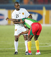 Fotball<br /> Africa Nations Cup 2006<br /> 21.01.2006<br /> Foto: Witters/Digitalsport<br /> NORWAY ONLY<br /> <br /> Trikottausch v.l. Luis Delgado, Fotso Geremi Sorele Njitap Kamerun<br /> <br /> Kamrun v Angola