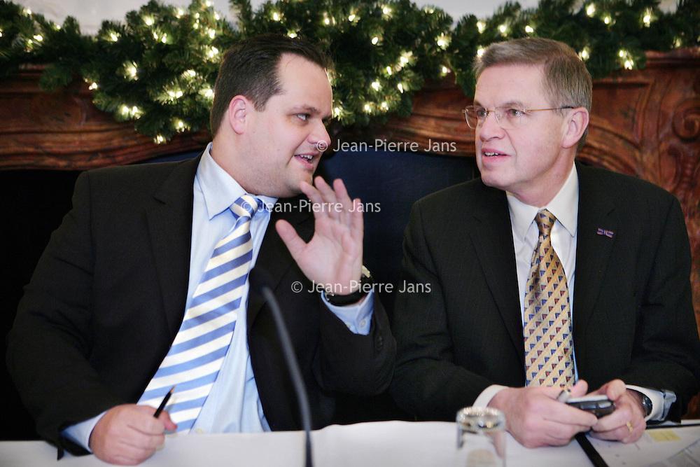 Nederland, Den Haag,11 december 2008..Contractondertekening Van NTP naar SBR..Op de foto de Staatssecretaris van Financien Mr. drs. J.C. de Jager samen met de minister van Justitie.M.H. Hirsch Ballin.