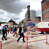 Nederland, Halfweg, 18 juni 2015.<br /> PWC Assurance event in de Suikerfabriek.<br /> Aankomst bij de suikerfabriek.<br /> Foto: Jean-Pierre Jans