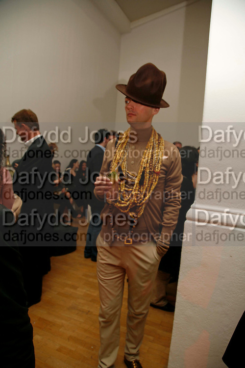 JOE BATES, Art Plus Music party. Fundraiser for the Whitechapel. 30 March 2006. ONE TIME USE ONLY - DO NOT ARCHIVE  © Copyright Photograph by Dafydd Jones 66 Stockwell Park Rd. London SW9 0DA Tel 020 7733 0108 www.dafjones.com
