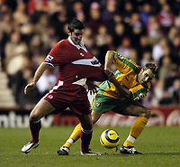 Fotball<br /> Premier League 2004/05<br /> Middlesbrough v Norwich<br /> 28. desember 2004<br /> Foto: Digitalsport<br /> NORWAY ONLY<br /> Norwich's Darren Huckerby (R) tries to wrestle Middlesbrough's Franck Queudrue off the ball
