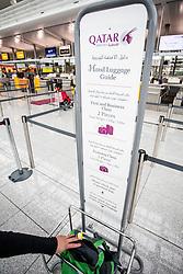 THEMENBILD, Airport Muenchen, Franz Josef Strauß (IATA: MUC, ICAO: EDDM), Der Flughafen Muenchen zählt zu den groessten Drehkreuzen Europas, rund 100 Fluggesellschaften verbinden ihn mit 230 Zielen in 70 Laendern, im Bild Qatar Airways, ein Passagier kontrolliert ob sein Handgepaeck die vorgeschriebene Groesse nicht ueberschreitet // THEME IMAGE, FEATURE - Airport Munich, Franz Josef Strauss (IATA: MUC, ICAO: EDDM), The airport Munich is one of the largest hubs in Europe, approximately 100 airlines connect it to 230 destinations in 70 countries. picture shows: Qatar Airways, a passenger controlled if his hand luggage is not greater as the allowed size, Munich, Germany on 2012/05/06. EXPA Pictures © 2012, PhotoCredit: EXPA/ Juergen Feichter