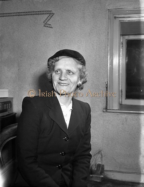 24/01/1958 <br /> 01/24/1958<br /> 24 January 1958<br /> <br /> Miss Gertrude Lea, Empire News Prizewinner