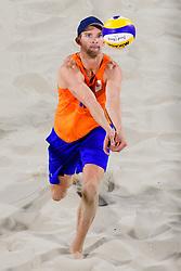08-08-2016 BRA: Olympic Games day 3, Rio de Janeiro<br /> De beachvolleyballers Alexander Brouwer en Robert Meeuwsen hebben in het olympisch toernooi hun tweede zege binnen, een benauwde. Het Nederlandse duo versloeg de Duitsers Markus Böckermann en Lars Flüggen met veel moeite. Dat vergde drie sets: 21-19 17-21 16-14.