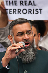 """London, April 4th 2014. Anjem Choudary's Need For Khilafah group demonstrate near the Lebanese embassy against what they say is """"the entire Muslim community being put under siege in North Lebanon"""". Pictured: Anjem Choudary.///FOR LICENCING CONTACT: paul@pauldaveycreative.co.uk TEL:+44 (0) 7966 016 296 or +44 (0) 20 8969 6875. ©2015 Paul R Davey. All rights reserved."""