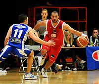 Basket<br /> 29. Mars 2009<br /> 4. finalekamp i sluttspillet<br /> Ulriken - Tromsø 78 - 66<br /> Hani Issalhi , Tromsø<br /> Marco Elsafadi , Ulriken<br /> Foto : Astrid M. Nordhaug