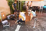 De VeloX2 wordt geprepareerd. HPT Delft en Amsterdam is in Senftenberg voor de recordpogingen op de Dekra baan.<br /> <br /> The VeloX2 is being prepared. The Human Power Team Delft and Amsterdam has arrived in Senftenberg (Germany) to break the world record on the one hour time trial at the Dekra test track.