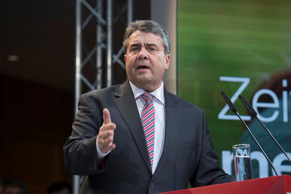 29 JAN 2016, BERLIN/GERMANY:<br /> Sigmar Gabriel, SPD, scheidender Parteivorsitzender und Bundesaussenminister, haelt eine Rede, anl. der Vorstellung von Martin Schulz als Kanzlerkandidat der SPD zur Bundestagswahl, nach der Nominierung durch den SPD-Parteivorstand, Willy-Brandt-Haus<br /> IMAGE: 20170129-01-018