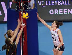04-01-2016 TUR: European Olympic Qualification Tournament Nederland - Duitsland, Ankara <br /> De Nederlandse volleybalvrouwen hebben de eerste wedstrijd van het olympisch kwalificatietoernooi in Ankara niet kunnen winnen. Duitsland was met 3-2 te sterk (28-26, 22-25, 22-25, 25-20, 11-15) / Lonneke Sloetjes #10Maren Brinker #4 of Germany, Christiane Furst #11 of Germany
