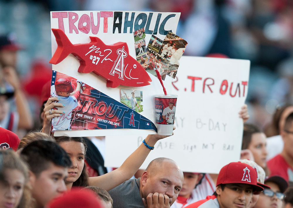 Mike Trout fans look for autographs before the Angels' 10-2 victory over the Minnesota Twins Wednesday at Angel Stadium.<br /> <br /> ///ADDITIONAL INFO:   <br /> <br /> angels.0616.kjs  ---  Photo by KEVIN SULLIVAN / Orange County Register  -- 6/15/16<br /> <br /> The Los Angeles Angels take on the Minnesota Twins Wednesday at Angel Stadium.