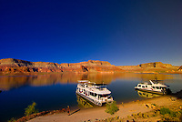 Houseboats, Lake Powell, Glen Canyon National Recreation Area, Arizona/Utah border USA