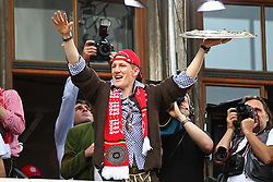 09.05.2010, Marienplatz, Muenchen, GER, 1. FBL, Meisterfeier der Bayern , im Bild Bastian Schweinsteiger (FC Bayern Nr.31) mit der Meisterschale , EXPA Pictures © 2010, PhotoCredit: EXPA/ nph/  Straubmeier / SPORTIDA PHOTO AGENCY