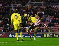 Photo: Andrew Unwin.<br />Sunderland v Southampton. Coca Cola Championship. 11/11/2006.<br />Sunderland's Dean Whitehead (R) tries an overhead kick.
