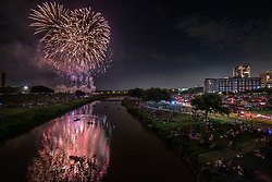 Fireworks display over Trinity River at July 4th celebration on the Trinity Trails near the Panther Island Pavilion, Trinity River, Fort Worth, Texas, USA.