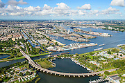 Nederland, Noord-Holland, Amsterdam, 27-09-2015; Zeeburg, Zuiderzeeweg met Amsterdamse brug over het Nieuwe Diep en het Amsterdam-Rijnkanaal. Zicht op Indische buurt, voormalige Oostelijk Havengebied en het IJ.<br /> View of East of Amsterdam, and the former Eastern Docklands and the IJ.<br /> luchtfoto (toeslag op standard tarieven);<br /> aerial photo (additional fee required);<br /> copyright foto/photo Siebe Swart