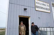 Curtis Nayokpuk och hans bror på flygplatsen i Shishmaref, Alaska, USA<br /> <br /> Fotograf: Christina Sjögren<br /> <br /> Photographer: Christina Sjogren<br /> Copyright 2018, All Rights Reserved