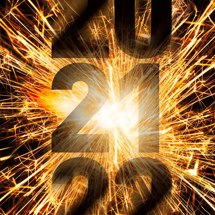 Nyttårsmarkering i form av sprakende stjerneskuddbilde og årstallene 20-21-22 som kalendernedtelling med bevegelsesuskarphet.