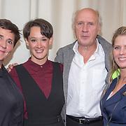 ** PRIVE,WEEKEND,STORY,PARTY OUT ** NLD/Utrecht/20151006 - Boekpresentatie Anne van Veen - 'Wie ik aan het zijn was', Anne van Veen met partner Han Bosman en vader Herman van Veen en zus Babette van Veen