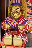 Japon, Ile de Honshu, région de Kinki, Osaka, le quartier de Dotombori à Minami-ku, statue du Billiken// Japon, Honshu, Kansai, Osaka, Minami, Dotonbori District, Bulliken statue
