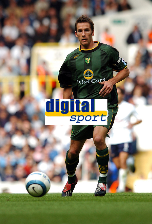 Fotball<br /> Premier League 2004/05<br /> Tottenham v Norwich<br /> White Hart Lane<br /> 12. september 2004<br /> Foto: Digitalsport<br /> NORWAY ONLY<br /> Adam Drury, Norwich
