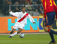FOTBALL PRIVATLANDSKAMP SPANIA vs PERU ESTADI OLIMPIC DE MONTJUIC 18. FEBRUAR 2004 SOLANO (7) PERU<br />FOTOGRAF: KURT PEDERSEN DIGITALSPORT