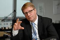 09 JAN 2007, BERLIN/GERMANY:<br /> Ronald Pofalla, CDU Generalsekretaer, waehrend einem Interview, in seinem Buero, CDU Bundesgeschaeftsstelle<br /> IMAGE: 20070109-01-035
