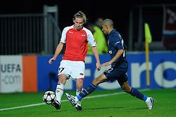 20-10-2009 VOETBAL: AZ - ARSENAL: ALKMAAR<br /> AZ in slotminuut naast Arsenal 1-1 / Brett Holman en Gael Clichy<br /> ©2009-WWW.FOTOHOOGENDOORN.NL