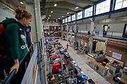 In Delft neemt atleet Rosa Bas voor het eerst een kijkje in de D:Dreamhall. In september wil het Human Power Team Delft en Amsterdam, dat bestaat uit studenten van de TU Delft en de VU Amsterdam, tijdens de World Human Powered Speed Challenge in Nevada een poging doen het wereldrecord snelfietsen voor vrouwen te verbreken met de VeloX 9, een gestroomlijnde ligfiets. Het record is met 121,81 km/h sinds 2010 in handen van de Francaise Barbara Buatois. De Canadees Todd Reichert is de snelste man met 144,17 km/h sinds 2016.<br /> <br /> In Delft athlete Rosa Bas visits the D:Dreamhall for the first time. With the VeloX 9, a special recumbent bike, the Human Power Team Delft and Amsterdam, consisting of students of the TU Delft and the VU Amsterdam, also wants to set a new woman's world record cycling in September at the World Human Powered Speed Challenge in Nevada. The current speed record is 121,81 km/h, set in 2010 by Barbara Buatois. The fastest man is Todd Reichert with 144,17 km/h.