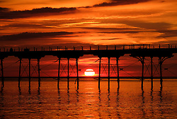 August 28, 2017 - Saltburn By The Sea, North Yorkshire, England - SALTBURN-BY-THE-SEA, UK.  .The sun rises over the horizon between the legs of the pier in Saltburn-by-the-Sea on Bank Holiday Monday. (Credit Image: © Ian Forsyth/London News Pictures via ZUMA Wire)