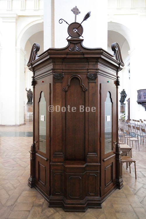 confessional Italy
