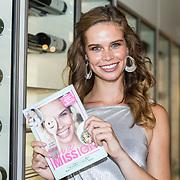 NLD/Amersfoort/20180830 - Boekpresentatie van Nicky Opheij  'On a Mission', Nicky Opheij met haar eerste boek